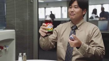 Snapple Takes 2 to Mango Tea TV Spot, 'Vacation' - Thumbnail 9