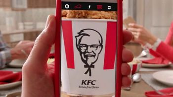 KFC $20 Fill Up TV Spot, 'Dejen de ver sus teléfonos' [Spanish] - Thumbnail 1