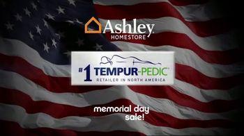 Ashley HomeStore Memorial Day Sale TV Spot, 'Queen Sets' - Thumbnail 2
