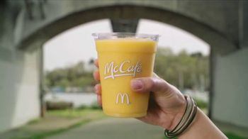 McDonald's McCafé TV Spot, 'Morning Vibes: Summer' - Thumbnail 4