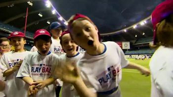 MLB 2017 Play Ball Weekend TV Spot, 'Los estadios esperan' [Spanish] - Thumbnail 2