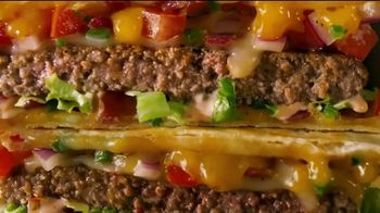 Applebee's Quesadilla Burger TV Spot, 'Wild Thing' Song by The Troggs - Thumbnail 7
