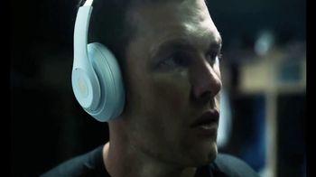 Beats Studio3 Wireless TV Spot, 'Above the Noise' Featuring Tom Brady - Thumbnail 4