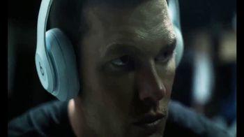 Beats Studio3 Wireless TV Spot, 'Above the Noise' Featuring Tom Brady - Thumbnail 5