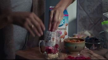 Silk Unsweetened Almond Milk TV Spot, 'Overnight Oats' - Thumbnail 2