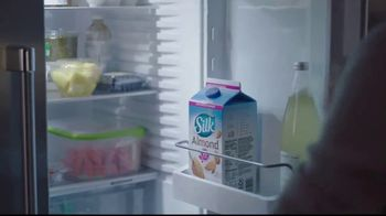 Silk Unsweetened Almond Milk TV Spot, 'Overnight Oats' - Thumbnail 7