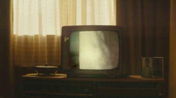 Lipton TV Spot, 'Refreshingly Optimistic Moments' Song by Frank Sinatra - Thumbnail 4