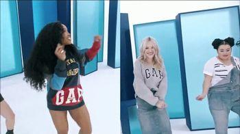 Gap TV Spot, 'Logo Remix' Featuring SZA, Metro Boomin, Naomi Watanabe, Miles Heizer - Thumbnail 4