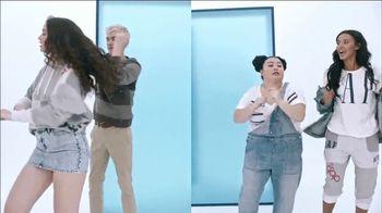 Gap TV Spot, 'Logo Remix' Featuring SZA, Metro Boomin, Naomi Watanabe, Miles Heizer - Thumbnail 6