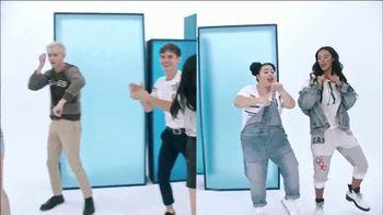 Gap TV Spot, 'Logo Remix' Featuring SZA, Metro Boomin, Naomi Watanabe, Miles Heizer - Thumbnail 7