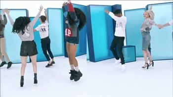 Gap TV Spot, 'Logo Remix' Featuring SZA, Metro Boomin, Naomi Watanabe, Miles Heizer - Thumbnail 8
