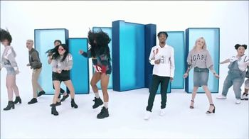 Gap TV Spot, 'Logo Remix' Featuring SZA, Metro Boomin, Naomi Watanabe, Miles Heizer - Thumbnail 9