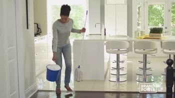 Swiffer Wet Jet TV Spot, 'Brand Power: limpieza conveniente' [Spanish]