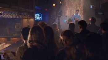 Bud Light TV Spot, 'Dueto de karaoke' [Spanish] - Thumbnail 4