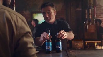 Bud Light TV Spot, 'Dueto de karaoke' [Spanish] - Thumbnail 9