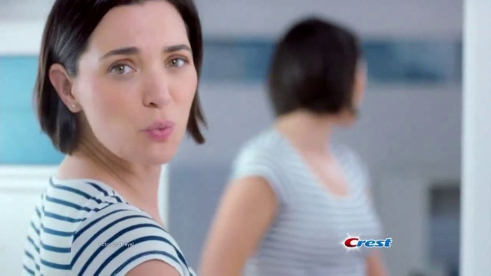 Crest Gum Detoxify TV Commercial, 'Irritated Gums and Bacteria'