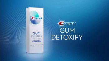Crest Gum Detoxify TV Spot, 'Irritated Gums and Bacteria' - Thumbnail 5
