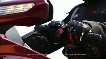 2018 Honda Gold Wing Tour TV Spot, 'Beyond the Screen' - Thumbnail 3