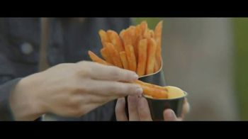 Taco Bell $1 Nacho Fries TV Spot, 'Web of Lies' con Josh Duhamel [Spanish] - Thumbnail 7