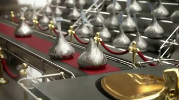 Hershey's Kisses TV Spot, 'Baking With Kisses' - Thumbnail 5