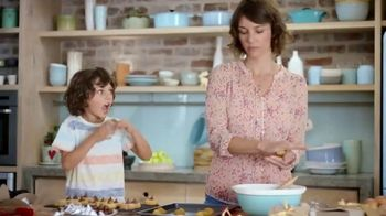 Hershey's Kisses TV Spot, 'Baking With Kisses' - Thumbnail 8