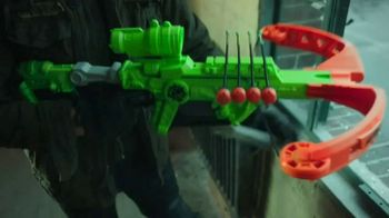 Nerf Zombie Strike Dreadbolt TV Spot, 'Cable Guys' - Thumbnail 5