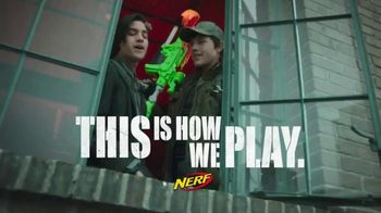 Nerf Zombie Strike Dreadbolt TV Spot, 'Cable Guys' - Thumbnail 8