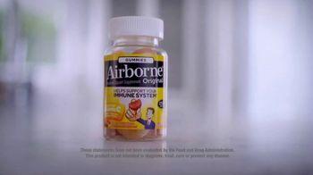 Airborne Gummies TV Spot, 'Living Well: Busy' Featuring Ereka Vetrini - Thumbnail 6