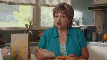 McDonald's Buttermilk Crispy Tenders TV Spot, 'Cena de la abuela' [Spanish] - Thumbnail 2