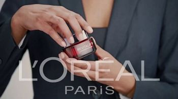 L\'Oreal Paris Revitalift Triple Power TV Spot, \'Skeptical\'