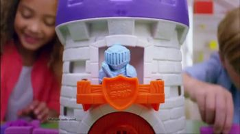 Kinetic Sand Magic Molding Tower TV Spot, 'Give It a Squish' - Thumbnail 6