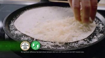 Cacique TV Spot, 'Dos Cocinas: Daughter' - Thumbnail 7