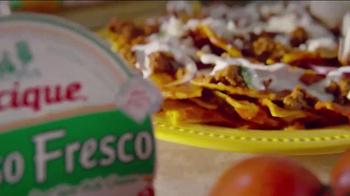 Cacique TV Spot, 'Dos Cocinas: Daughter' - Thumbnail 9