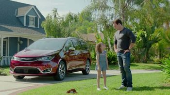2017 Chrysler Pacifica TV Spot, 'Grandpa Words' [T2] - Thumbnail 7
