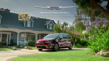 2017 Chrysler Pacifica TV Spot, 'Grandpa Words' [T2] - Thumbnail 8