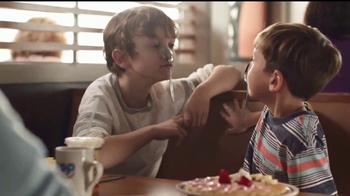 IHOP TV Spot, 'La historia de dos hermanos' [Spanish] - Thumbnail 3