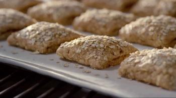 Quaker Harvest Breakfast Squares TV Spot, 'Nutritious Energy'