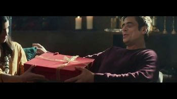 Heineken TV Spot, 'Traditions' Featuring Benicio del Toro - Thumbnail 5