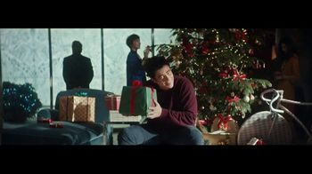 Heineken TV Spot, \'Traditions\' Featuring Benicio del Toro