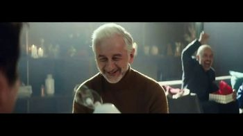 Heineken TV Spot, 'Traditions' Featuring Benicio del Toro - Thumbnail 7
