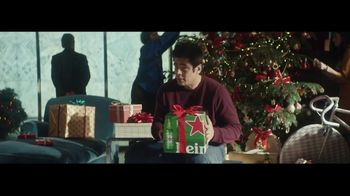 Heineken TV Spot, 'Traditions' Featuring Benicio del Toro - Thumbnail 8