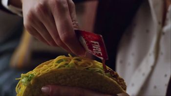 Taco Bell $5 Cravings Deal TV Spot, 'Taylor's Favorites' - Thumbnail 4