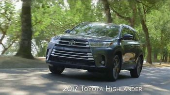 2017 Toyota Highlander XLE TV Spot, 'Live With Peace of Mind' - Thumbnail 5