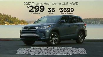 2017 Toyota Highlander XLE TV Spot, 'Live With Peace of Mind' - Thumbnail 6