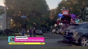 Cartoon Network Spin Master Holiday Toy Sweepstakes TV Spot, 'Toy Pile' - Thumbnail 5