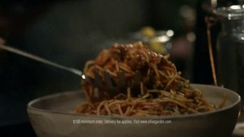 Olive Garden Catering TV Spot, 'Be in the Moment' - Thumbnail 6