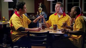 Golden Corral Smokehouse TV Spot, 'Bowling Night' [Spanish]