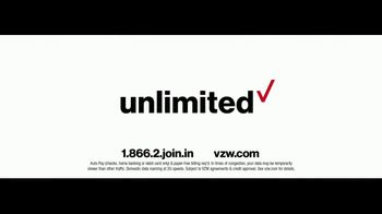 Verizon Unlimited TV Spot, 'Wrapping Paper: Bow' Feat. Thomas Middleditch - Thumbnail 10