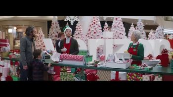 Verizon Unlimited TV Spot, 'Wrapping Paper: Bow' Feat. Thomas Middleditch - Thumbnail 8