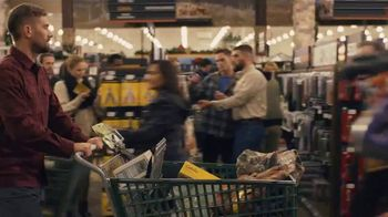 Cabela's Black Friday Weekend Sale TV Spot, 'Outdoor Moments: Apparel' - Thumbnail 4